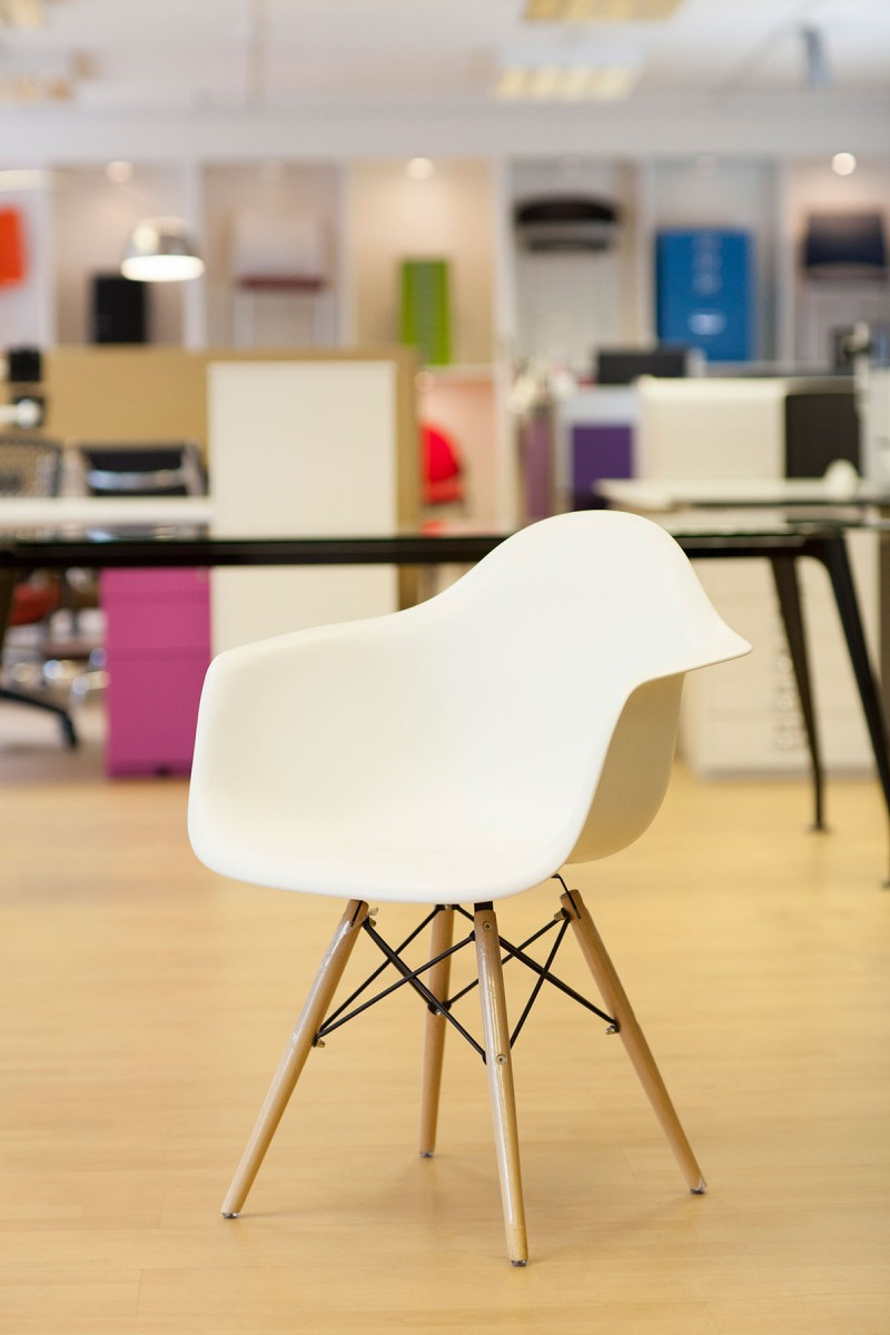 Eiffel Style Chair With Arms With Wooden Base