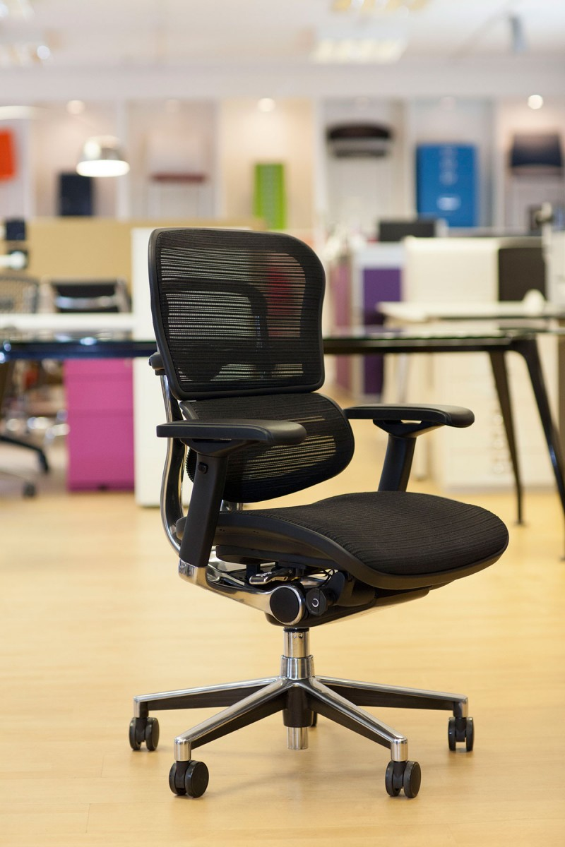 Ergohuman Black mesh chair side