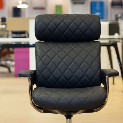 Nuvem Lounge chair front