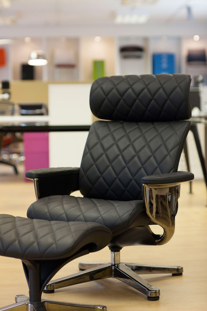 Nuvem Lounge chair with Ottoman